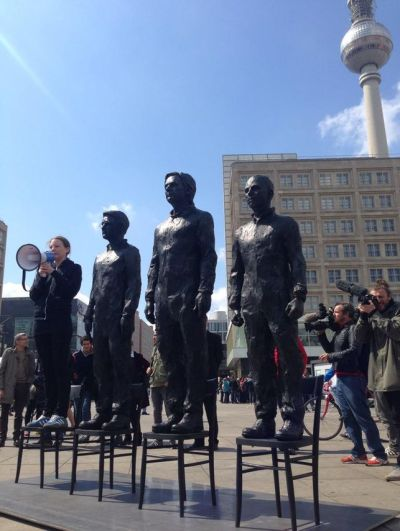 Sarah-Harrison-estatua-whistleblowers-Berlin_EDIIMA20150513_0789_17